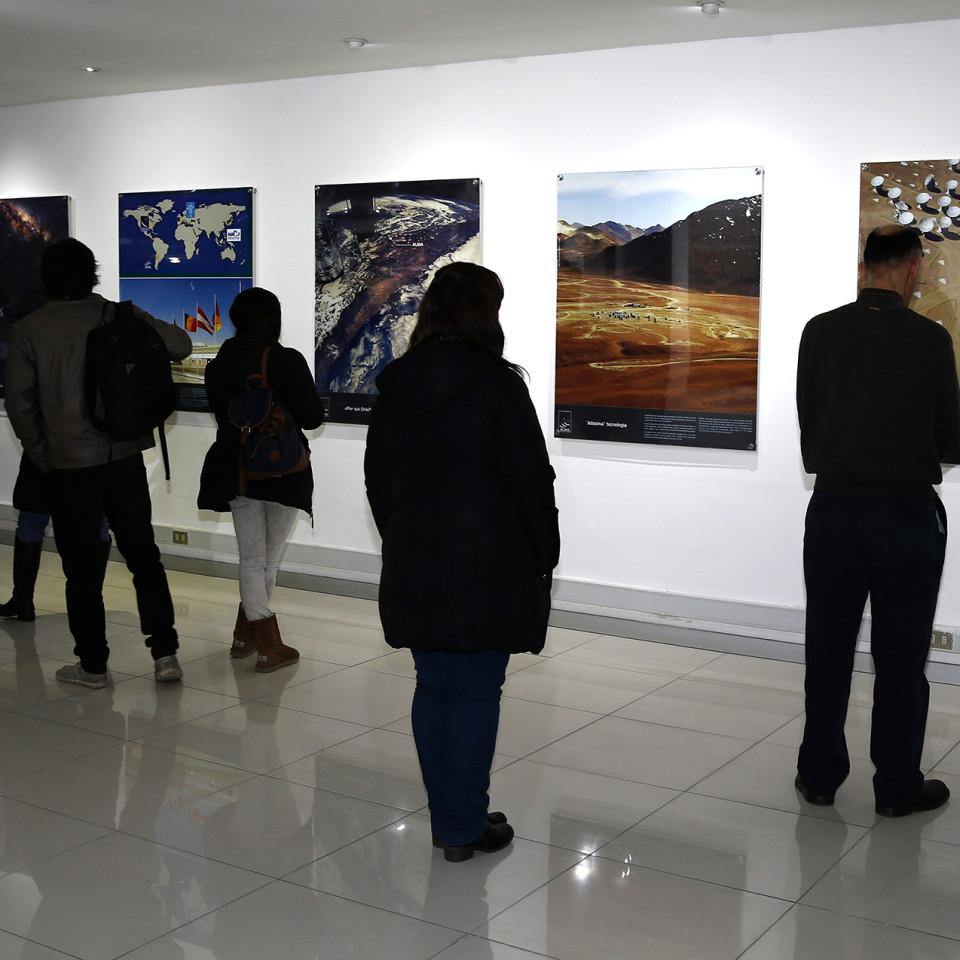 Santiago 06 de Octubre 2015 Inauguracion exposicion ¨ALMA explorando nuestros origenes cosmicos¨.  Martin Thomas/AgenciaUno