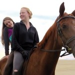 Of-Girls-and-horses_001-com